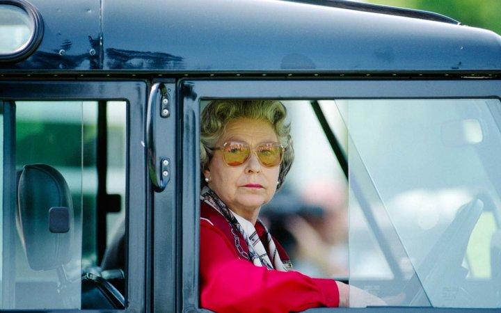 This Photo of Queen Elizabeth at the Wheel Is Giving the Internet Life
