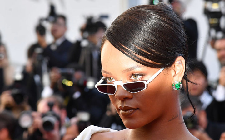 Barbadian singer Rihanna poses as she arrives on May 19, 2017 for the screening of the film 'Okja' at the 70th edition of the Cannes Film Festival in Cannes, southern France.  / AFP PHOTO / Alberto PIZZOLI        (Photo credit should read ALBERTO PIZZOLI/