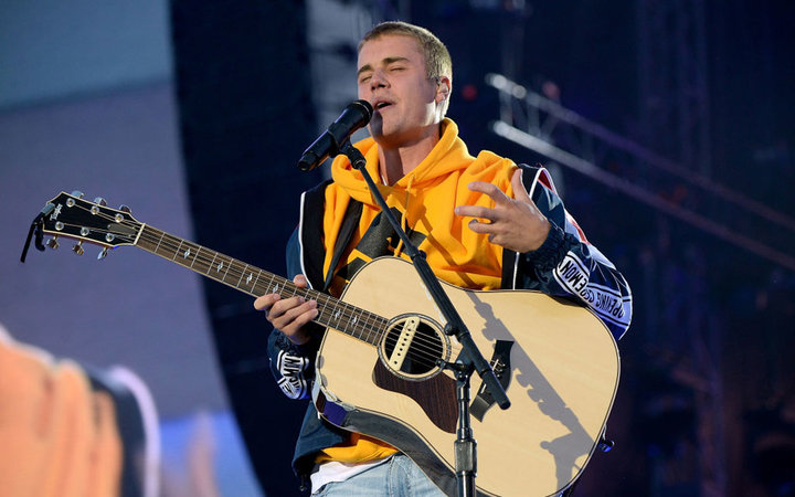 MANCHESTER, ENGLAND - JUNE 04:  Justin Bieber performs on stage during the One Love Manchester Benefit Concert at Old Trafford Cricket Ground on June 4, 2017 in Manchester, England.  (Photo by Kevin Mazur/One Love Manchester/Getty Images for One Love Manc