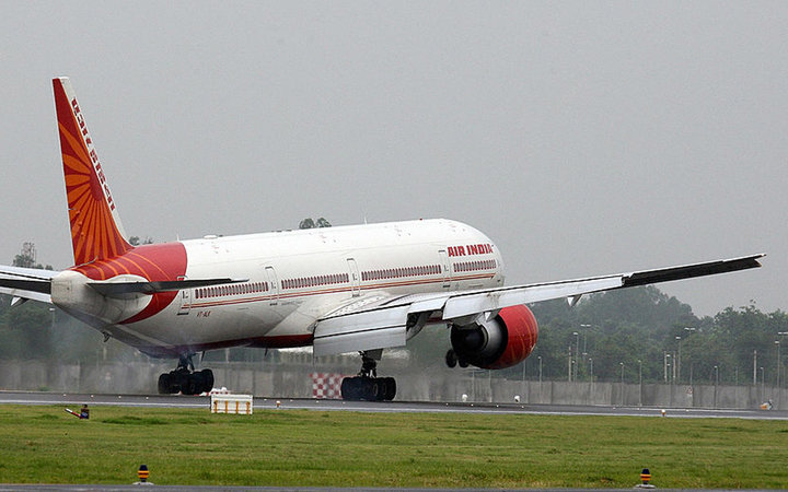 A special flight by an Air India Boeing 777 lands on new runway '11-29' at Indira Gandhi International (IGI) Airport in New Delhi on August 21, 2008.    Delhi International Airport (P) Limited (DIAL) inauguarated the 4430m long runway, the longest in the