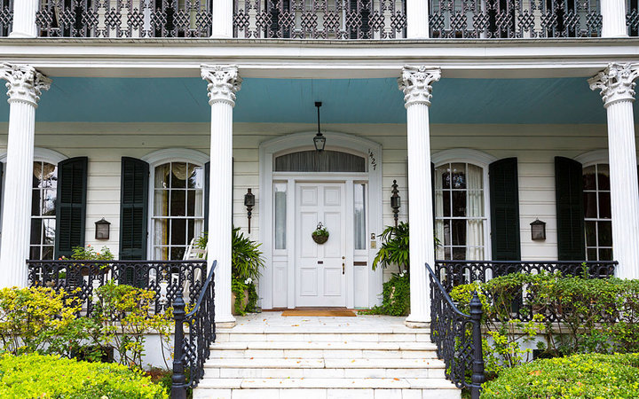 UNITED STATES - NOVEMBER 13: Traditional double gallery grand mansion house with columns and porch in the Garden District of New Orleans, Louisiana, USA (Photo by Tim Graham/Getty Images)