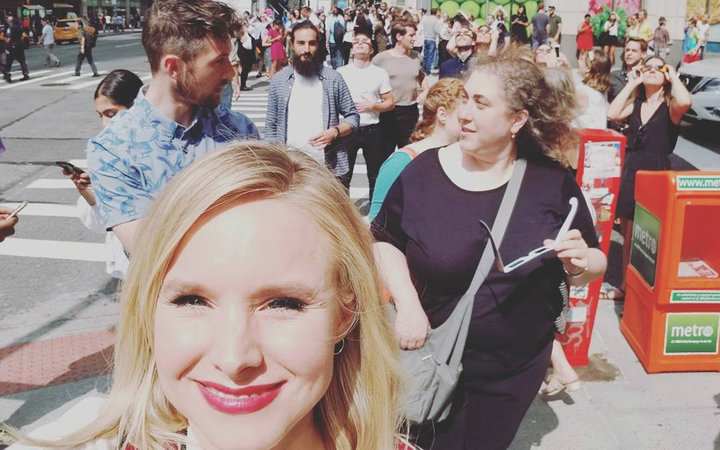 Kristin Bell watching the eclipse