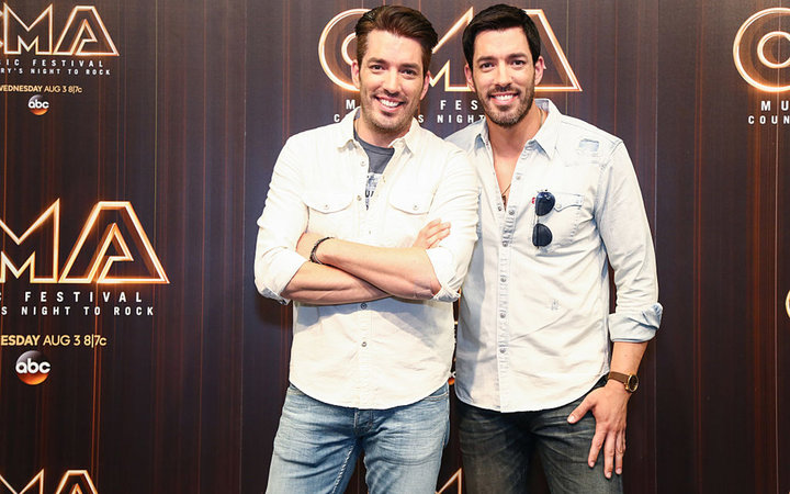 NASHVILLE, TN - JUNE 10:  Jonathan Scott and Drew Scott in the press room during day 2 of the 2016 CMA Music Fest on June 10, 2016 in Nashville, Tennessee.  (Photo by Sara Kauss/WireImage)