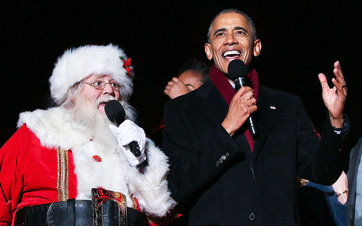 WASHINGTON, DC - DECEMBER 01:  President Barack Obama sings  Jingle Bells  with Santa Claus during the 94th Annual National Christmas Tree Lighting Ceremony on the Ellipse in PresidentÕs Park on December 1, 2016 in Washington, DC.  (Photo by Paul Morigi/