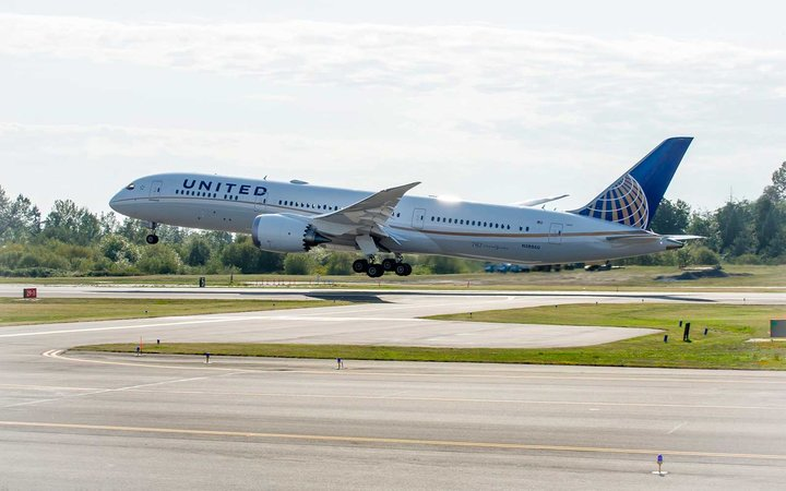 United 787-9 Airplane