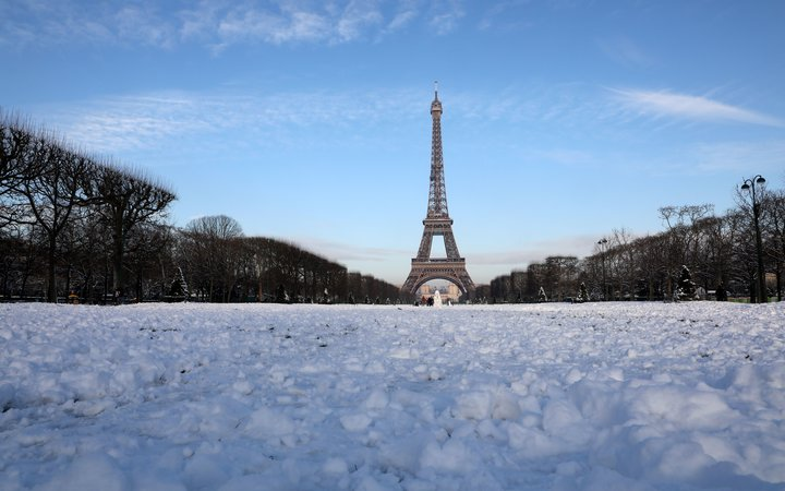 paris eiffel tower snow