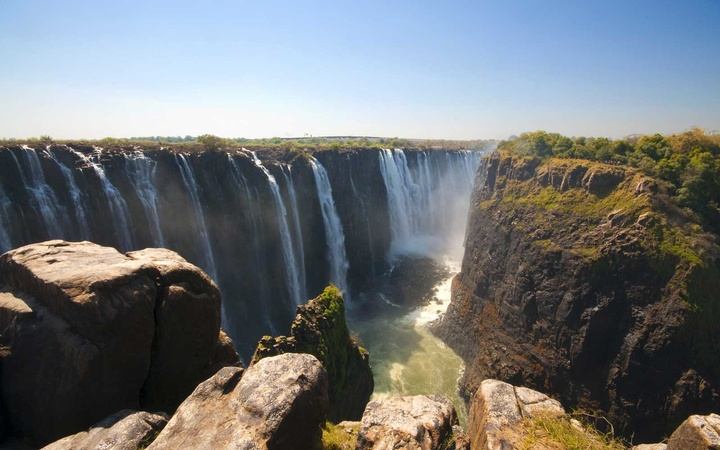 The Victoria Falls are the result of the fall of the Zambezi River through a crack in the basalt plateau through which the river flows.