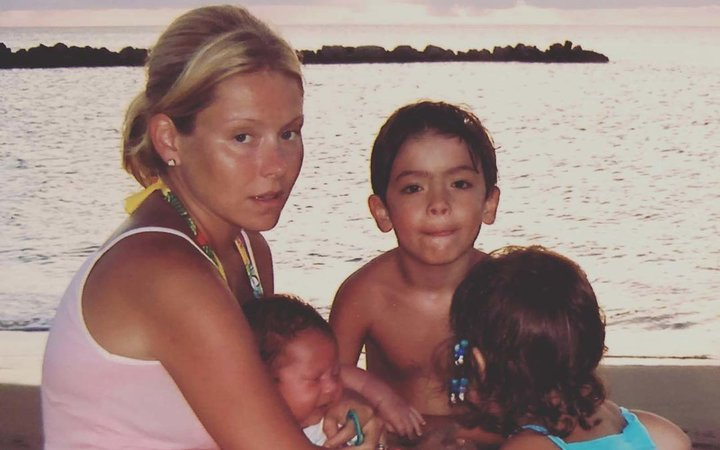 Kelly Ripa on vacation with her kids