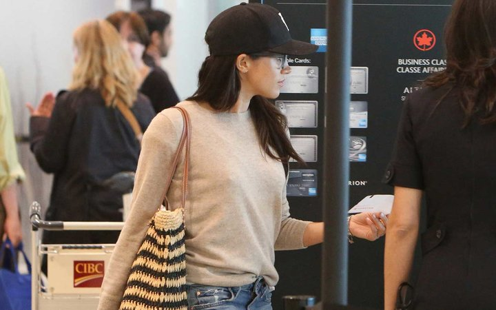 Meghan Markle is spotted departing Toronto International airport En route to London.