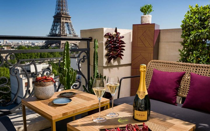 This pop-up rooftop bar lets you sip champagne with Eiffel Tower views