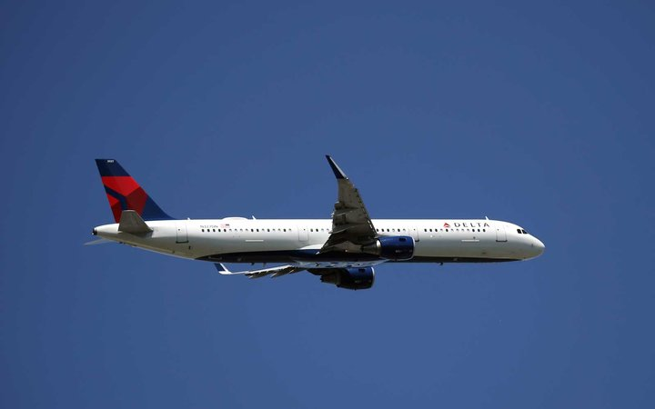 Delta Airlines Plane Plunges Almost 30,000 ft in less than 7 minutes.