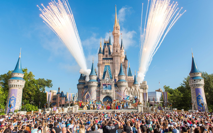 Attention Disney-Obsessed Moms! The House of Mouse Wants to Hire You to be a Park Expert