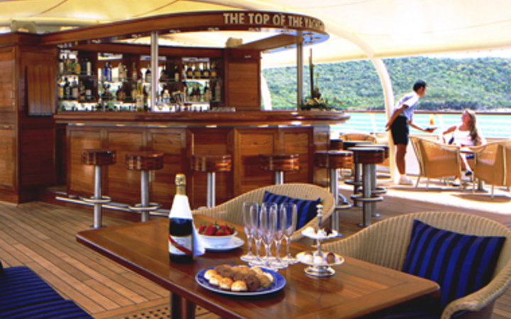 guest dining table aboard the SeaDream Yacht Club cruise ship
