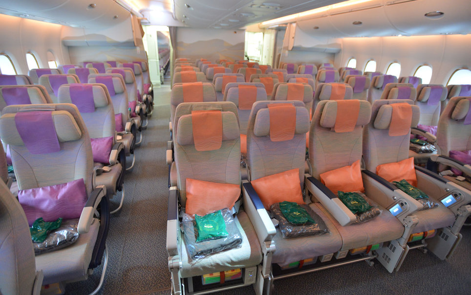 Inside the airbus a380 the biggest passenger plane in the for Airbus a380 emirates interior
