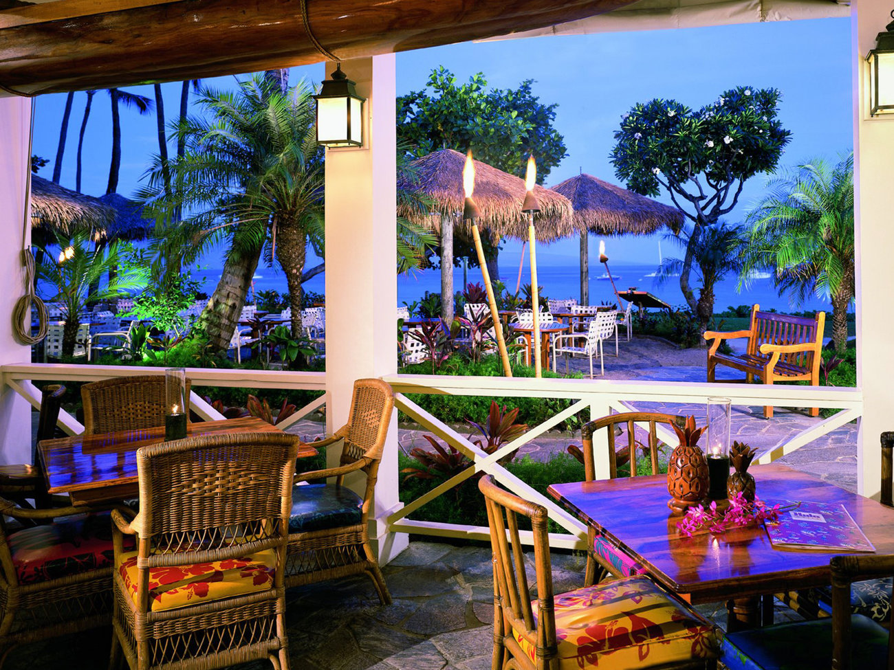 Hula Grill Bar in Maui