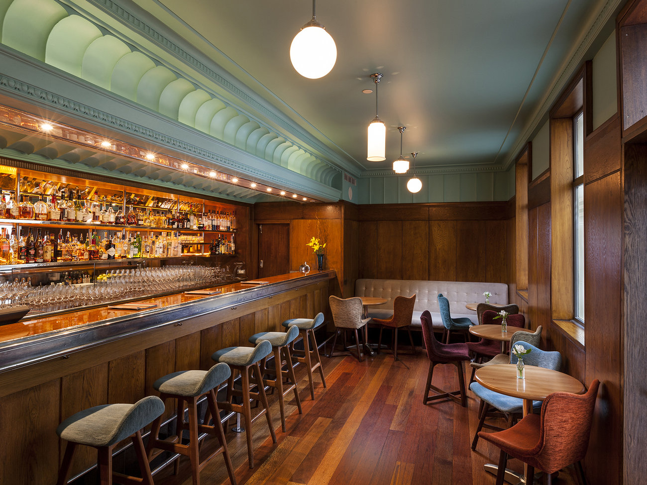Hotel DeBrett Housebar Bar in Auckland