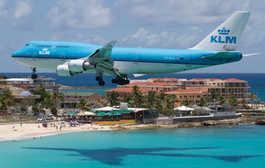 A KLM Boeing 747 lands at Maho Beach.