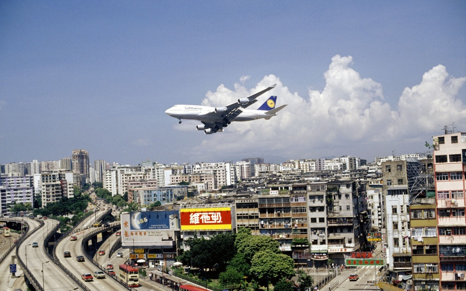 Enjoy Your Fright: The World's 10 Scariest Airports | Urbanist