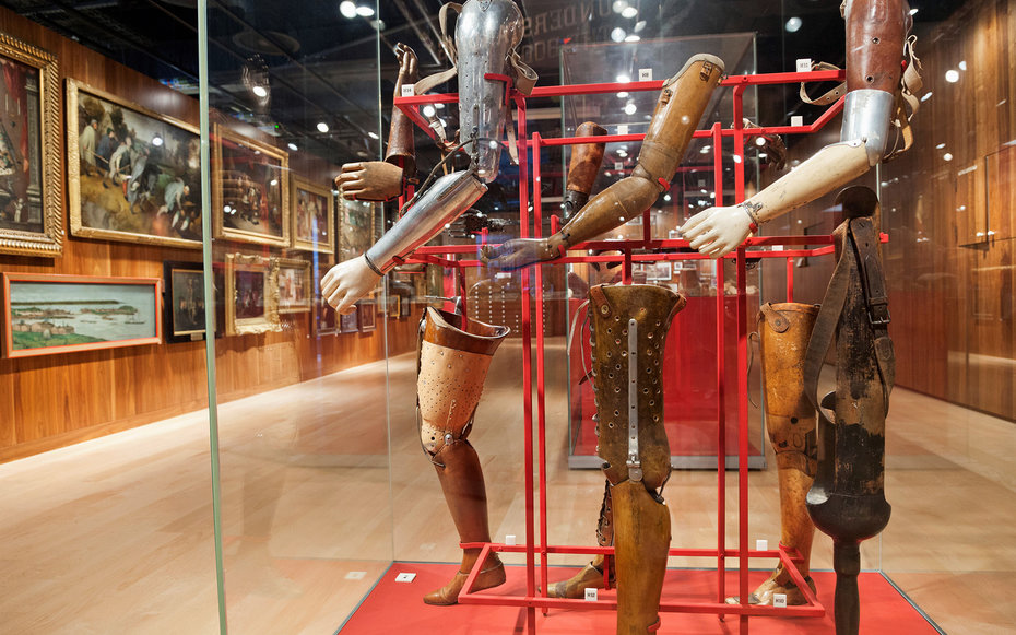 D9XC82 UK, England, London, Euston, The Wellcome Collection Museum, Artificial Limbs