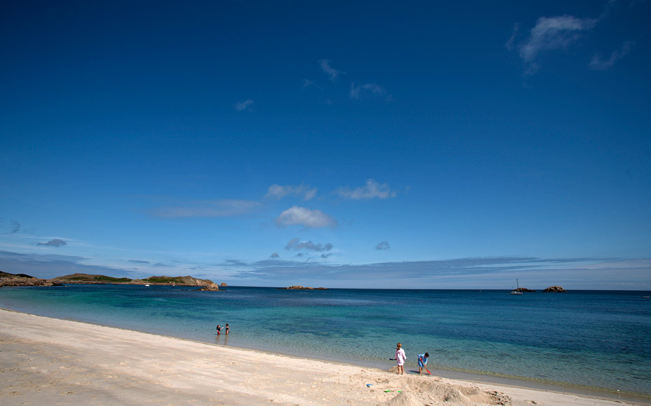 England, Isles of Scilly, St Martin's. Children playing on the beach at Great Bay.