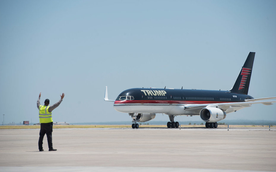 What Would Happen if Trump Chose His Personal Plane Over Air Force One ...