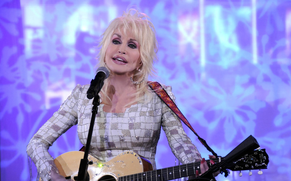 Dolly Parton's foundation donating money to Gatlinburg wildfires victims.