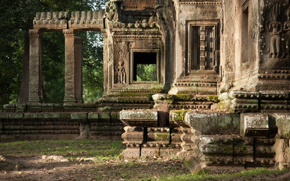tourists take nude photos at temple complex in cambodia