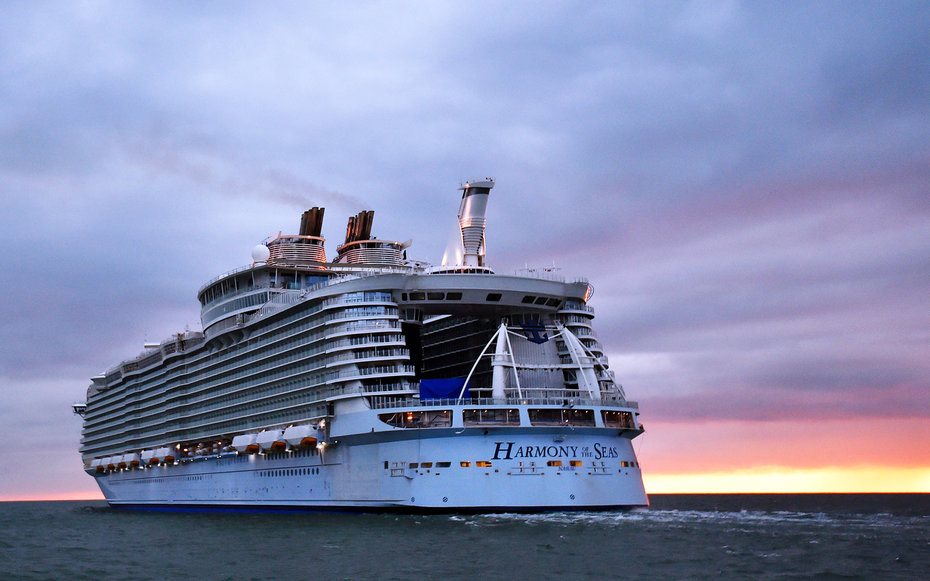World 39 S Biggest Cruise Ship Makes Its Maiden Voyage