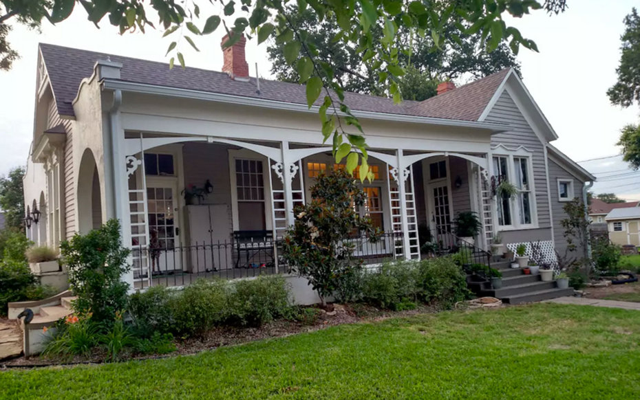 Fans flock to waco to stay in chip and joanna s renovated homes