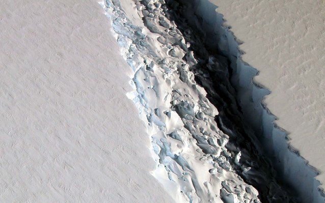 Rift in Antarctica's Larsen C Ice Shelf