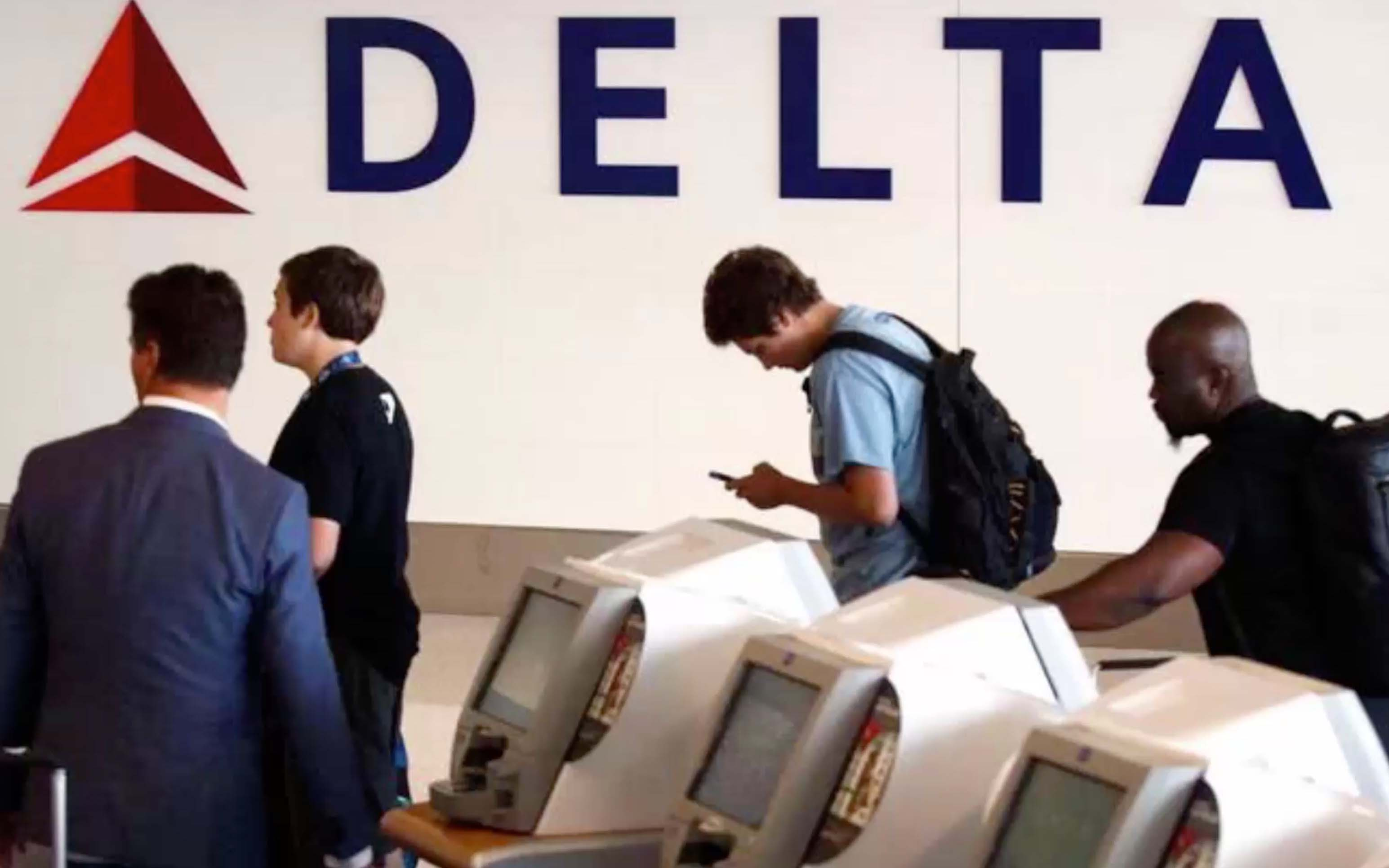 Delta Air Lines Hiring 1000+ Flight Attendants