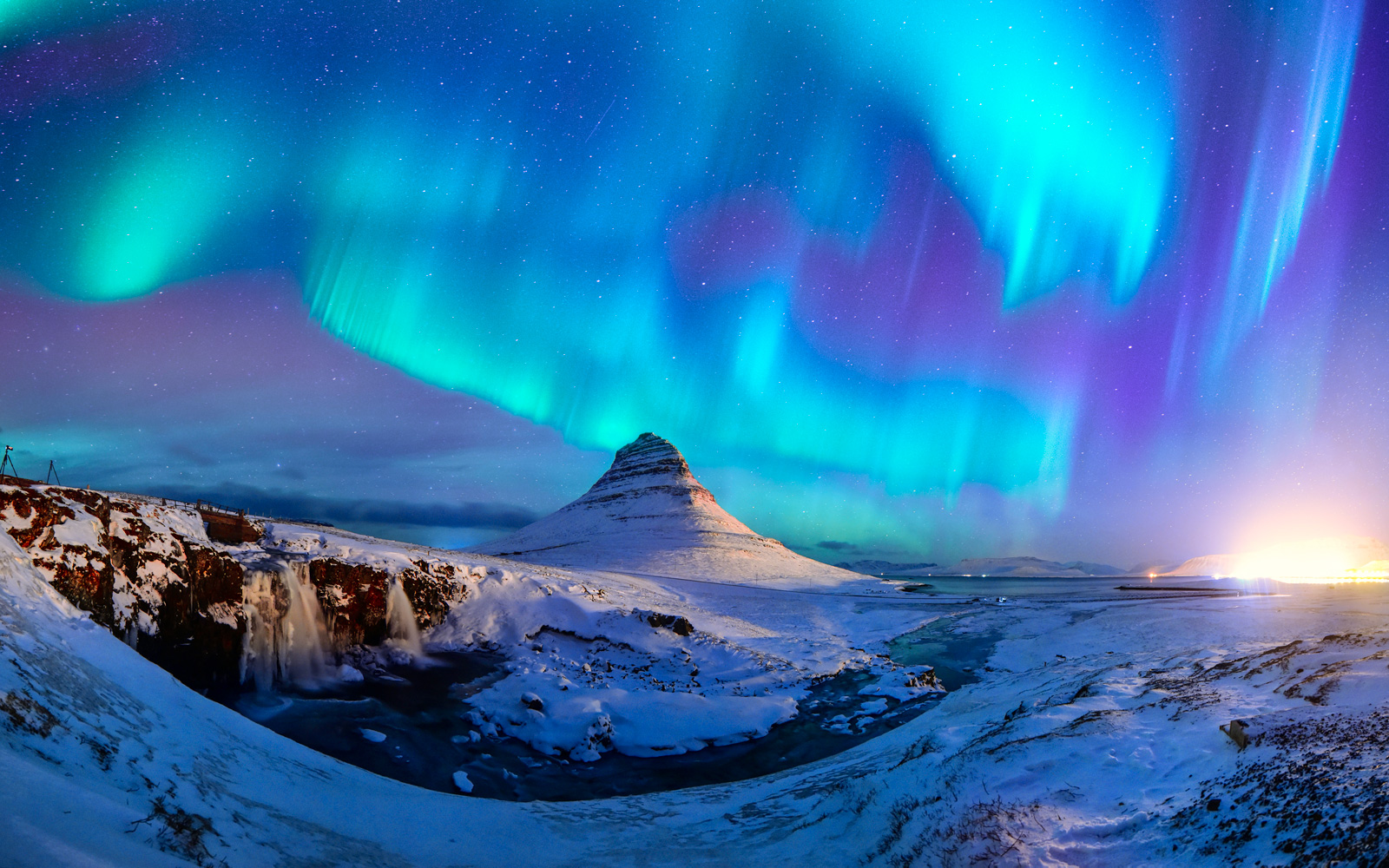 Find cheap flights to Iceland, Europe and Asia from Canada with WOW air. Explore our destinations and book the best flight deals directly from our website.